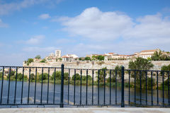 Zamora en Douro-rivier Stock Afbeeldingen