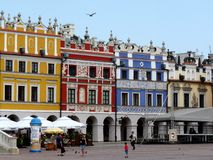 Zamosc, Polen: Hoofdmarkt van Zamosc Stock Afbeeldingen