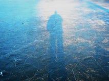 Zamraża kontur mężczyzna słońca zimy piękny dzień Zdjęcie Royalty Free