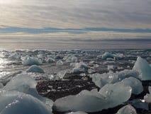 Zamraża w morzu lodowa Jökulsà ¡ rlà ³ n - Iceland obrazy stock