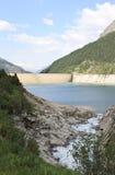 Zamser Bach zieht Schlegeis-Reservoir, Österreich ein Lizenzfreies Stockbild