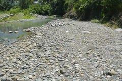 Zamulona porcja Ruparan riverbank przy barangay Ruparan, Digos miasto, Davao Del Sura, Filipiny zdjęcia stock