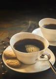 Zamyka up świeżo warząca czarna kawa fasolami Obraz Royalty Free