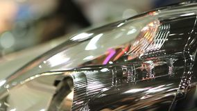 Zamyka up auto headlamp, zagrożeń ostrzegawczy światła mruga, samochodowy awaria sygnał zdjęcie wideo