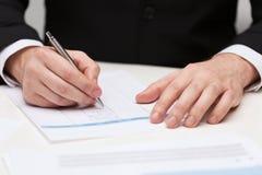 Zamyka up biznesmen z papierami obrazy royalty free