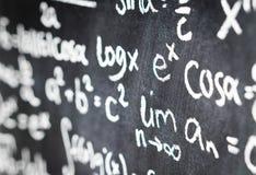 Zamyka up blackboard równanie, formuła i liczba pełno matematyki, Fotografia Royalty Free