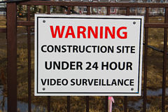 Zamyka up budowy inwigilaci znak Zdjęcia Royalty Free