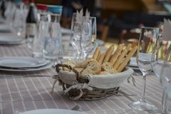 Zamyka up chlebowy kosz z breadsticks Obraz Royalty Free