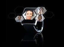 Zamyka up czarny mądrze zegarek z kontaktami online Fotografia Royalty Free