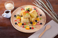 Zamyka up deser truskawkowe jagody który chleb, Obraz Stock