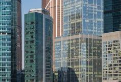 Zamyka up drapacze chmur Międzynarodowy Biznesowy Centre w Moskwa, Rosja Obrazy Stock