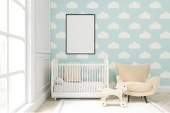 Zamyka up dziecka ` s pokój z obłoczną tapetą na błękit ścianie royalty ilustracja