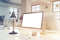 Zamyka up ekran komputerowy, biuro, tonujący Fotografia Royalty Free