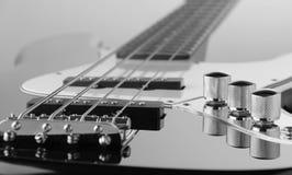 Zamyka up elektryczna basowa gitara Obrazy Royalty Free
