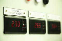 Zamyka up Elektryczny metr, Elektryczni oszczędnościowi metry dla kompleksu apartamentów lub na morzu ropa i gaz roślina, Obraz Royalty Free
