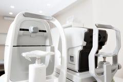 Zamyka up fachowego oka probierczy wyposażenie Nowożytnego oka probierczy przyrząd stoi w lab Tonometer wewnątrz Fotografia Stock