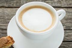 Zamyka up filiżanka cappuccino Zdjęcia Royalty Free