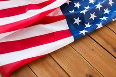 Zamyka up flaga amerykańska na drewnianych deskach fotografia royalty free