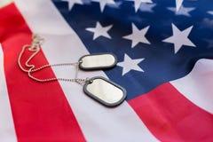 Zamyka up flaga amerykańskiej i wojskowego odznaki zdjęcie stock