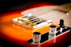 Zamyka up gitara elektryczna tomowa i tonuje gałeczki i most Fotografia Stock