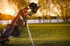Zamyka up golfowa torba podczas zmierzchu Zdjęcia Stock