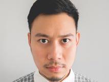 Zamyka up headshot poważny twarz mężczyzna obraz stock