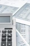 Zamyka up kalkulator na banka oświadczeniu Fotografia Royalty Free
