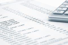 Zamyka up kalkulator na banka oświadczeniu Zdjęcia Stock