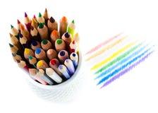 Zamyka up kolorów ołówki na bielu Zdjęcia Royalty Free