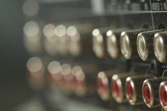 Zamyka up muzycznego amplifikatoru tylny panel Fotografia Royalty Free