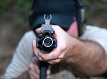 Zamyka up na baryłce podczas broni palnej szkolenia zdjęcie royalty free