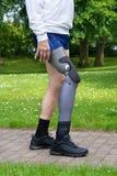 Zamyka up na nogach mężczyzna odprowadzenie na ścieżce Obraz Royalty Free