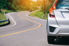 Zamyka up nowego srebnego hatchback samochodowy parking zdjęcia royalty free