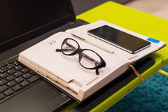 Zamyka up nowożytna tabletop stacja robocza Zdjęcie Stock