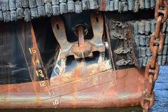 Zamyka Up Ośniedziała kotwica na holowniku Zdjęcia Royalty Free