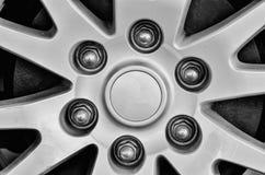 Zamyka up obręcze od sportowego samochodu Obrazy Stock