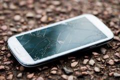 Zamyka Up Opuszczający telefon komórkowy Z Krakingowym ekranem zdjęcia stock