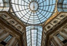Zamyka up ozdobny szklany sufit przy Galleria Vittorio Emanuele II ikonowym centrum handlowym, lokalizować obok katedry obrazy royalty free