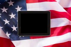 Zamyka up pastylka komputeru osobistego komputer na flaga amerykańskiej obraz royalty free