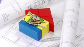 Zamyka up plany, modela dom i kluczy obracać, royalty ilustracja