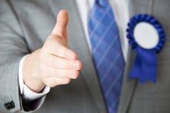 Zamyka Up polityk Dosięga Out Trząść ręki obrazy stock