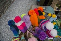 Zamyka up pompony i kolorowi kapelusze Zdjęcia Stock