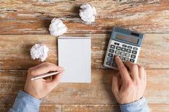 Zamyka up ręki z kalkulatorem i notatnikiem Fotografia Stock