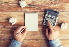Zamyka up ręki z kalkulatorem i notatnikiem Obraz Royalty Free