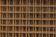 Zamyka up rdzewiejąca stara druciana siatka Ośniedziały na powierzchni stalowy drut Fotografia Stock