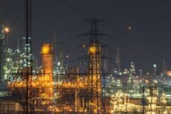 Zamyka up Ropa i gaz rafinerii roślina przy zmierzchem Obraz Royalty Free