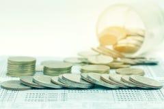 Zamyka up rząd monety dla finanse Zdjęcie Stock