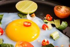 Zamyka up smażący jajeczny śniadanie obrazy royalty free