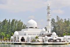 Zamyka up spławowy meczet przy Kuala Terengganu, Malezja zdjęcia royalty free
