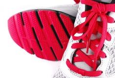 Zamyka up sportów buty odizolowywający obrazy stock